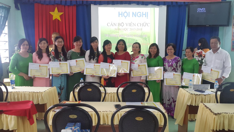 khen thưởng CBGV đạt thành tích trong năm học 2016-2017